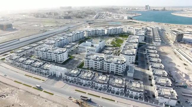 1、中铁十八局集团迪拜公司卡塔尔分公司承建的卡塔尔比佛利山庄项目航拍图 (李松林 摄)_副本.jpg